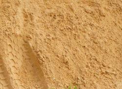 Купить песок строительный с доставкой в Москве